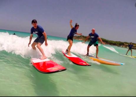 Clase de surfismo en Playa Macao