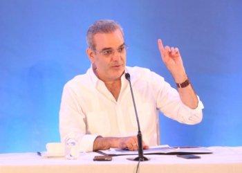 Abinader explica los detalles del Plan de Vivienda Familia Feliz para el sector turismo