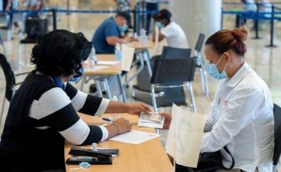 Vacuna personal aeropuerto Punta Cana
